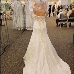 David's bridal wedding dress MAKE AN OFFER